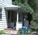 怒って切り倒した隣家の樹木、自宅に直撃の憂き目 米