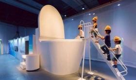 【博物館】    日本の子供が便器の中に入っていく 「トイレ博物館」が 予想以上にうんこだらけな件。  海外の反応