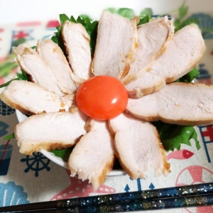 しっとり焼いて♪鶏むね肉の花びら丼
