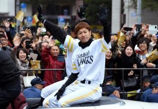 【野球】2年ぶり日本一  ソフトバンク優勝パレードに36万人