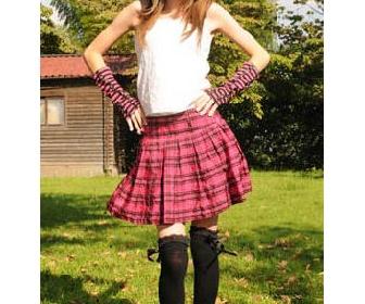 14歳の英国人アニオタ美少女、ベッキー・クルーエルが憧れの日本で初体験づくし