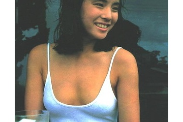 石田ゆり子のビンビンで透ける乳首