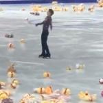 【動画】中国共産党は、羽生結弦の演技後のアレが大量に投げ込まれる映像をブロック? [海外]