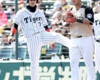 西岡、中田翔のケツを蹴り上げる