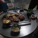 『【韓国・ソウルの旅】立ちながらドラム缶の上で焼くカルビの有名店ソソカルビ明洞店』の画像