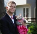 【画像】相手が見つからなかった米男性 卒業ダンスパーティーに「愛猫」を招待