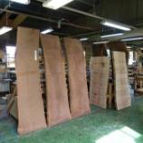 『飛騨高山のSWINGより一本木取りの二枚矧ぎのブラックウォールナットテーブルが入荷』の画像