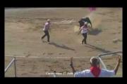 反闘牛活動家が闘技場に乱入、直後に牛から攻撃 フランス