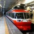 小田急の駅ではなぜ固定の発車メロディーが使われないのか