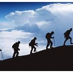 24kmを4時間で歩かされ両ヒザを破壊された100kgの男性が会社を提訴