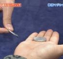 【画像】 コインマジックのトリックがキャプ画で見破られる放送事故wwwwwwww