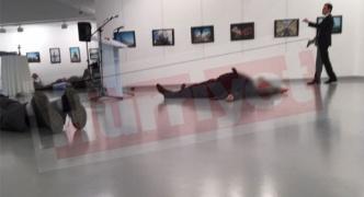 トルコ駐在のロシア大使が演説中にボディーガードに銃撃されタヒ亡