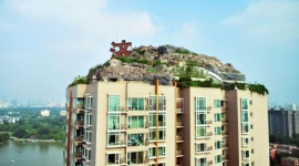 【中国】マンション屋上にラピュタのような巨大岩屋敷を建造 → 当局「15日で撤去しな」