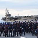 海自遠洋練習部隊と米海軍空母「ロナルド・レーガン」が南シナ海で共同訓練…両国の連携強化!