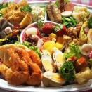 お盆の食卓は、大島スイーツ&デリ ゆーたんの「オードブル&お弁当」