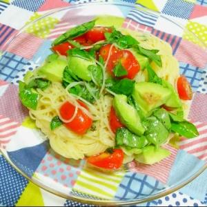 トマトとアボカドの冷製パスタ