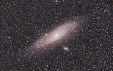 『FSQ-130ED+F3RDによるアンドロメダ座の大星雲(M31)』の画像