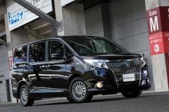 トヨタが新型高級ミニバン「エスクァイア」発売 前を向き戦う男たちを鼓舞