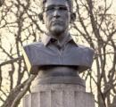 【画像】 ニューヨークの公園に違法に設置されたスノーデン容疑者の胸像のクオリティが凄い