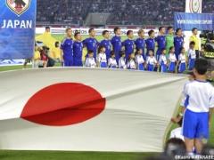 【画像】胸の赤ラインが縦から横に変更された日本代表新ユニ、11月シンガポール戦でお披露目!