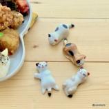 『猫の箸置きと三毛猫・茶白・黒猫のおにぎりランチ』の画像