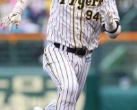 【阪神】原口 気迫!激走!プロ初三塁打!大敗ムードに勇気の一打 矢野監督「札幌につなげたい」