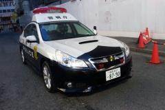 「日本車には勝てないな・・」パトカーを雪の中から救出するスバル車を見た外国人の反応