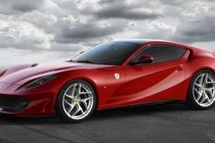 Ferrari 812スーパーファスト 初公開! 前後重量配分46対53 800馬力
