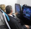 【画像】最新の飛行機客席用モニターがデカいと話題に