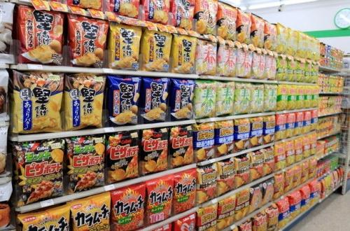【あるある】コンビニ店長さん、商品をめちゃくちゃきれいに並べてしまうのサムネイル画像