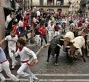 【動画】スペインの牛追い祭り、動物虐待だと言われたので玉追い祭りに変更