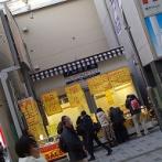 彡(^)(^)「お!あの店閉店セールやんけ!行ったろ!」