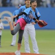 小島瑠璃子、まさかのトルネード投法で暴投始球式 wwwww[動画・画像あり] アイドルファンマスター