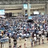 『AKB48の握手会に『250万円』のリュックを背負って並ぶファン現る!!!!』の画像