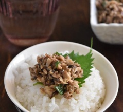 レシピブログでの連載更新しました♪新米がおいしい季節に♪ご飯がすすむ「さば缶そぼろ」
