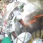 【動画】香港、トンネル工事現場で吊り上げた掘削機がバランスを崩し大穴の中に落下!