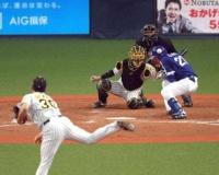 石崎が危険球退場。スッポ抜け大野奨の左側頭部直撃。
