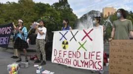 【米国】NYで五輪反対デモ…日本人が中心になって太鼓のリズムに合わせる