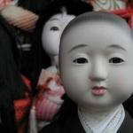 【ホラー注意】神社でヤバイ人形の写真撮れた…【画像】