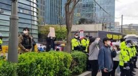 【反日無罪】処理水放流に抗議する韓国デモ団体、ソウルの日本大使館前を「不法占拠」