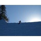 『青空広がる熊の湯。初滑りキャンプ3期開催中。』の画像