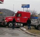 【画像】犬がトレーラーを運転して事故 米ミネソタ州