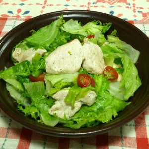 鶏ムネ肉の焼きサラダ