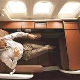 『【真実】飛行機に乗るならエコノミークラスで十分!逆に言えば5、6時間狭いシートに座っているだけで十数万円もらえるに等しい。』の画像
