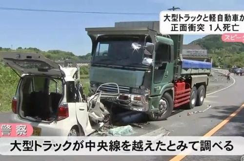 【悲報】 軽自動車さん、大型トラックに喧嘩を売った結果wwwwwwwwwwwのサムネイル画像