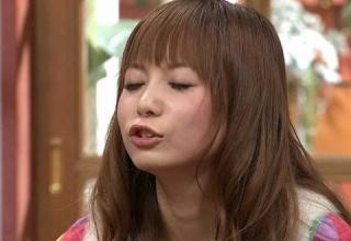 【驚愕】中川翔子さん(32)、ポケモン新作発売でテンションが上がり咥える