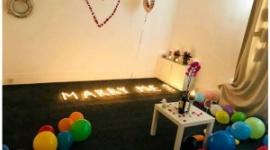 【英国】100本のキャンドルを部屋に飾りプロポーズに臨んだ男性、火が燃え移り部屋が全焼wwwww