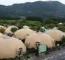 【画像】 半球形のドームハウスに大注目! 地震で建物が倒壊した阿蘇村でまったく損傷せず
