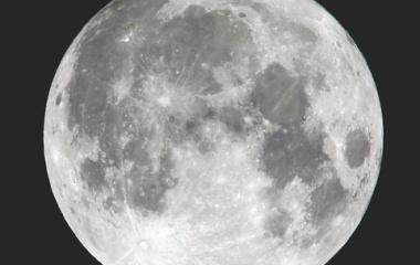 『ハロウィーンの今夜はブルームーンにマイクロムーンです。』の画像