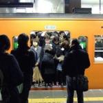 電車の列に割り込みをした女、注意した男性を痴漢呼ばわりし通報!ワンランク上の女子になる!